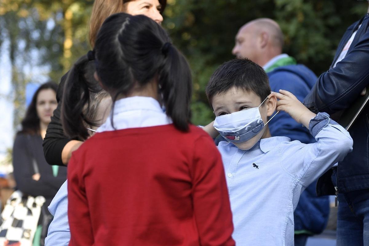 """Părinţii cer închiderea """"de urgenţă"""" a şcolilor în localităţile unde rata de incidenţă depăşeşte 6 la mie. Scrisoarea adresată miniştrilor Educaţiei şi Sănătăţii"""