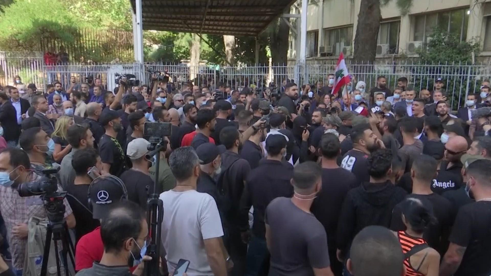 Scene de război civil în Beirut. Cel puţin 5 persoane au murit, iar alte 30 au fost rănite, în timpul unui protest Hezbollah