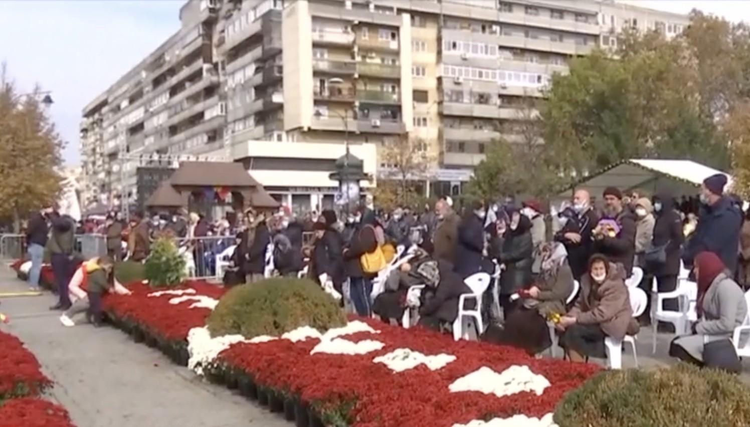 Coadă de peste un kilometru la Sf. Parascheva. 5.000 de oameni, la rând pentru a săruta racla cu moaște. Nu toți respectă regulile. VIDEO