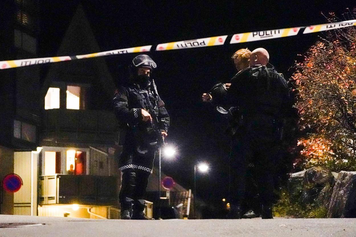 """Atacul """"terorist"""" din Norvegia. Atacatorul se convertise la islam și se radicalizase. Cum a scăpat de poliție"""