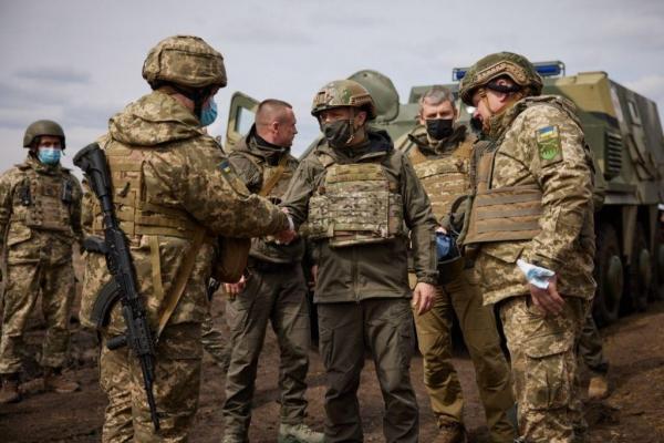Moscova ameninţă Kievul că un război ar aduce începutul sfârşitului. Ucraina exclude orice ofensivă, Zelenski s-a dus pe linia frontului