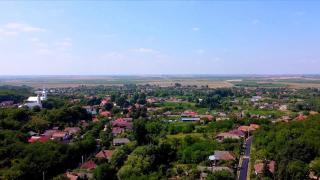 Un sat cu 3.000 de locuitori dă o lecţie României despre reciclare. Totul a început după ce primarul, în funcție de un deceniu, a făcut educaţie din poartă în poartă