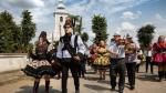 Tradiţiile de nuntă din Maramureş îi fascinează pe străini. The Guardian a publicat fotografii cu miresele