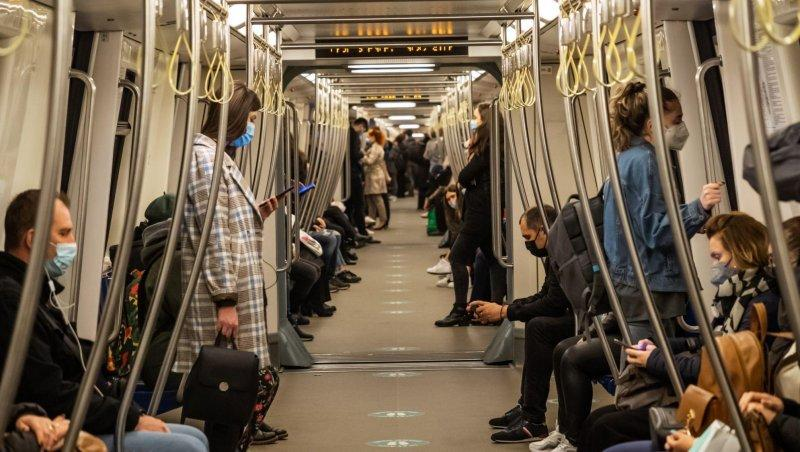 Călători în metroul bucureştean