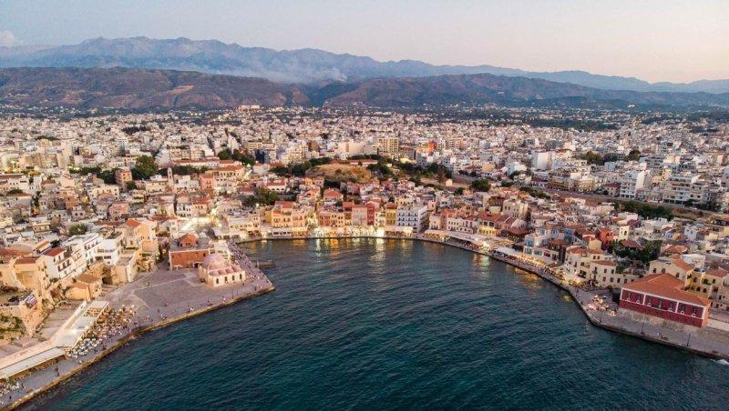 Grecia interzice circulaţia pe timp de noapte în două dintre cele mai populare insule. Erau destinaţii preferate de români