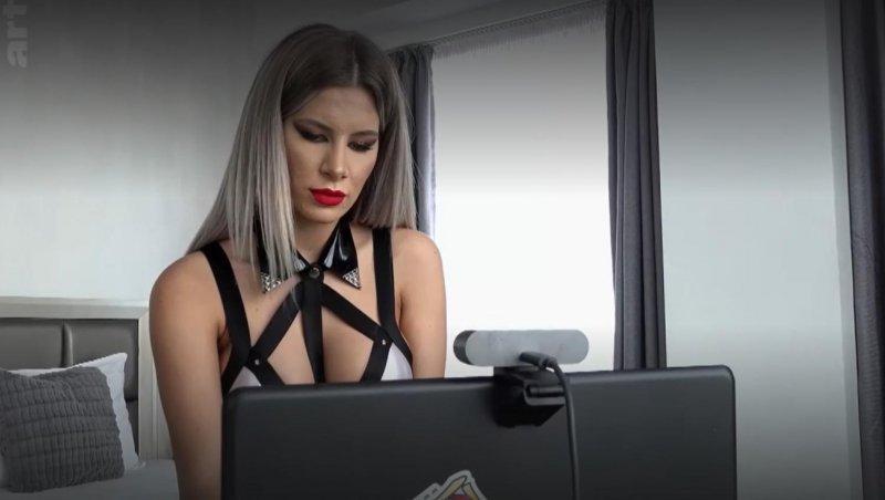 Francezii numesc Bucureștiul capitala mondială a videochatului. Miruna a câștigat 20.000 de euro pe lună, salariu mediu în România e de 690 de euro