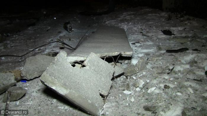 ACCIDENT ŞOCANT în Dej. O maşină condusă de un băiat de 18 ani s-a făcut praf într-un zid şi I-A SĂRIT MOTORUL. Ce s-a întâmplat cu şoferul (VIDEO, FOTO)