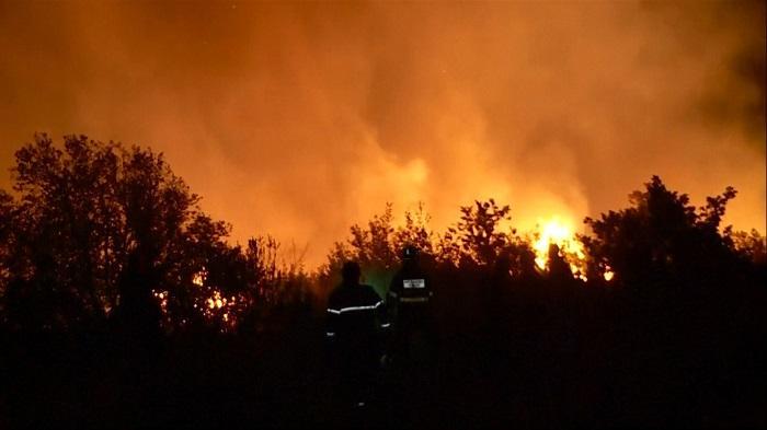 Incendii violente au devastat suprafeţe mari de teren în Croaţia. Avertismentul MAE pentru români