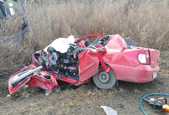 Un TIR s-a ciocnit violent cu o maşină la Felnac, în Arad. Un şofer a murit pe loc în accident