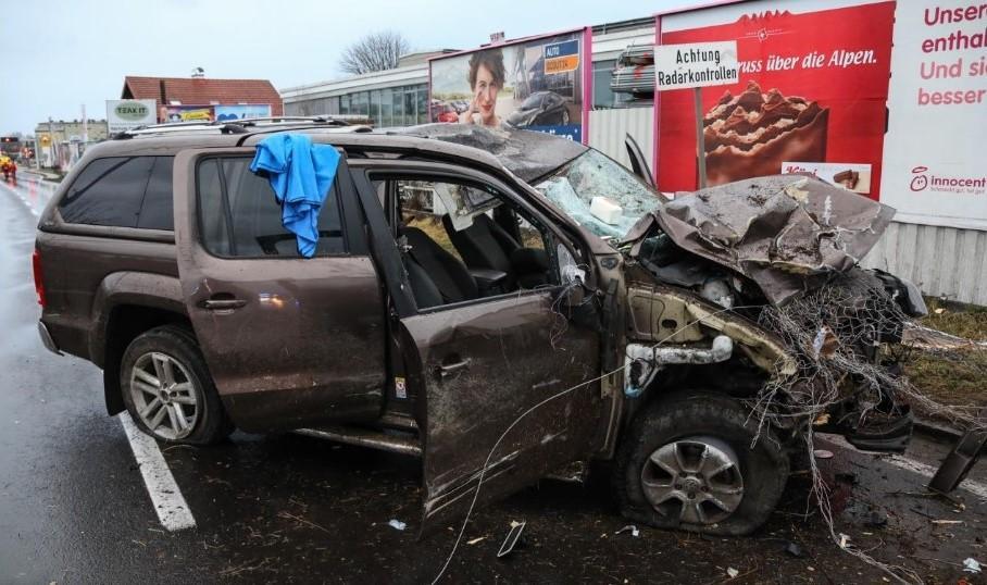 Mașina distrusă condusă de româncă