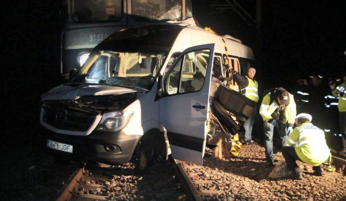 Şoferul 'microbuzului morţii' de la Buzău avea permisul suspendat pentru alcool