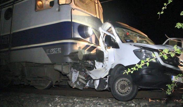 Patru oameni au murit în urma accidentului în care un microbuz a fost lovit de tren la Buzău