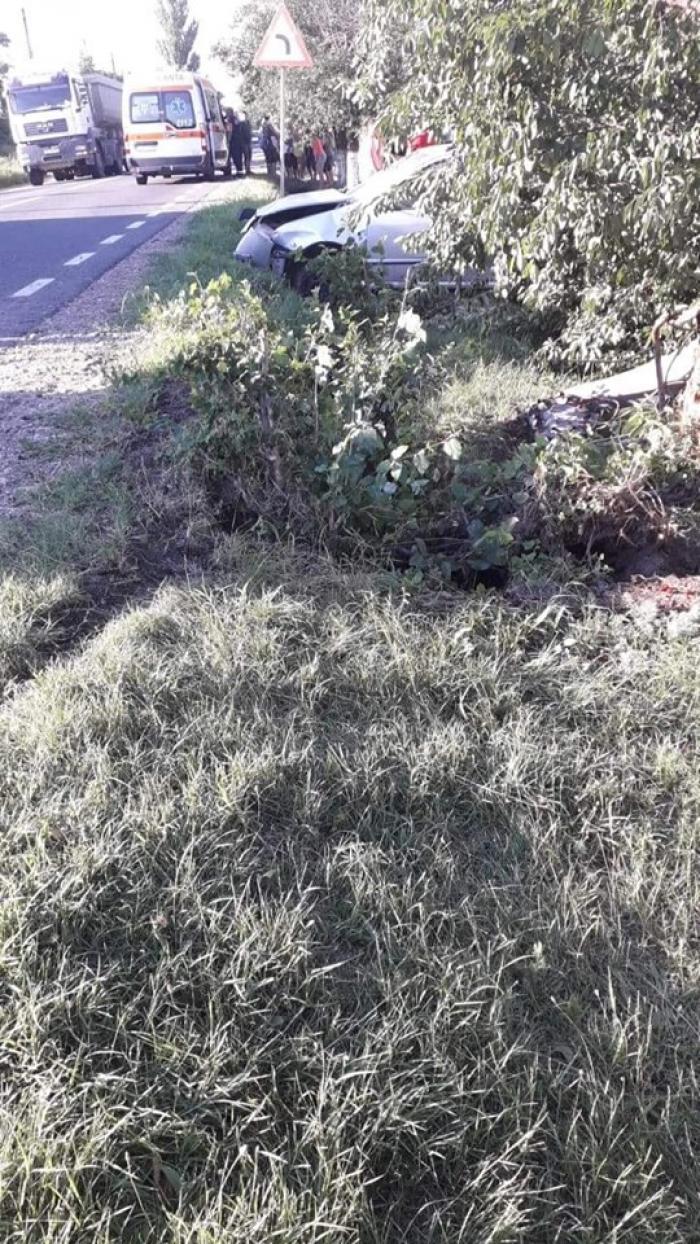 Un şofer de camion a murit sub ochii fiului lui de 10 ani, la Tămăoani, în Galaţi. Copilul îl aştepta să traverseze