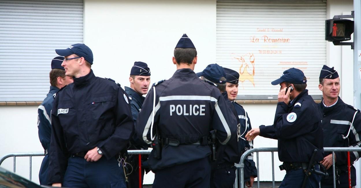 Poliția franceză, fotografiată în misiune