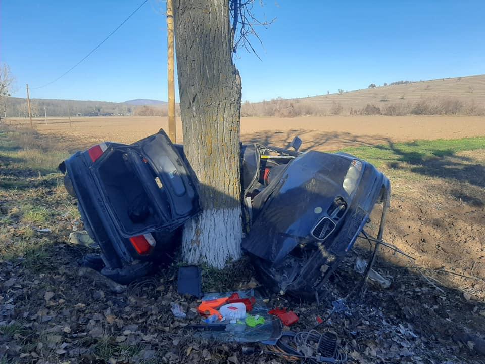 Mașina BMW, în urma accidentului din Tulcea