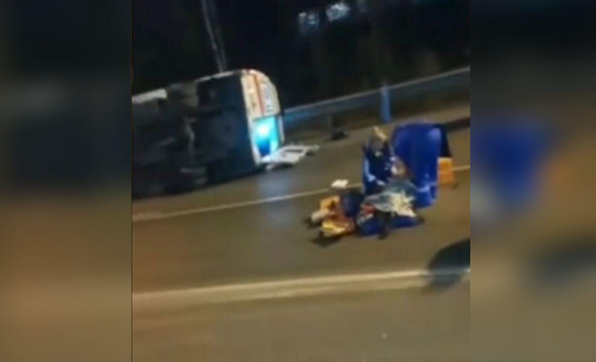 Pacient mort după ce a zburat cu tot cu targă din ambulanță, după un accident, în Moscova
