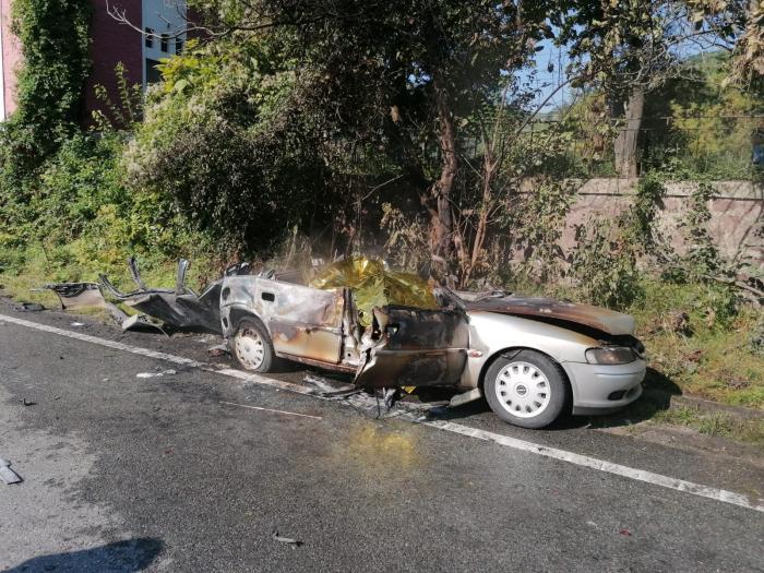 Doi soți au murit arși, captivi în mașina lovită de TIR, la Orșova