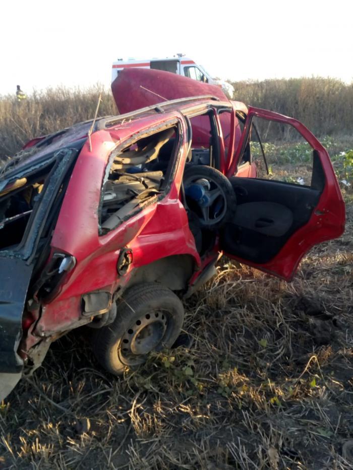 Doi bărbați găsiți morți pe câmp, lângă mașina făcută praf, la Periam, în Timiș