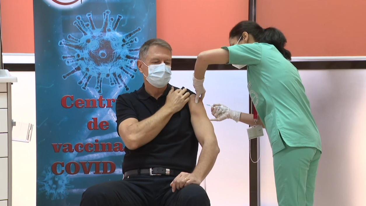 Preşedintele a primit prima doză de vaccin, la Spitalul Carol Davila