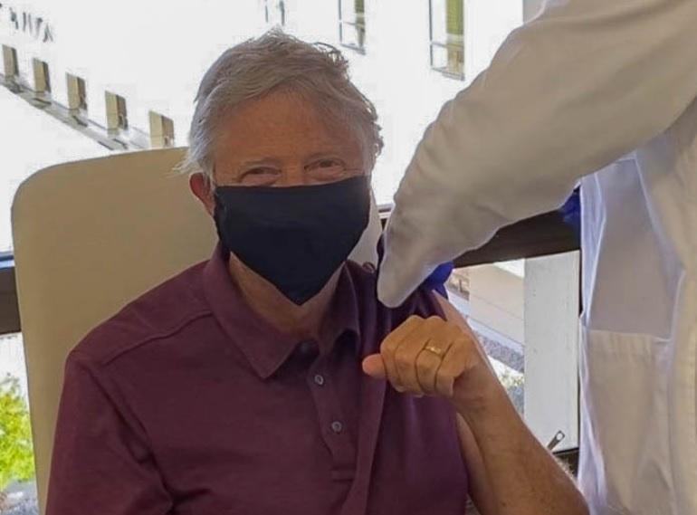 Bill Gates s-a vaccinat împotriva coronavirusului