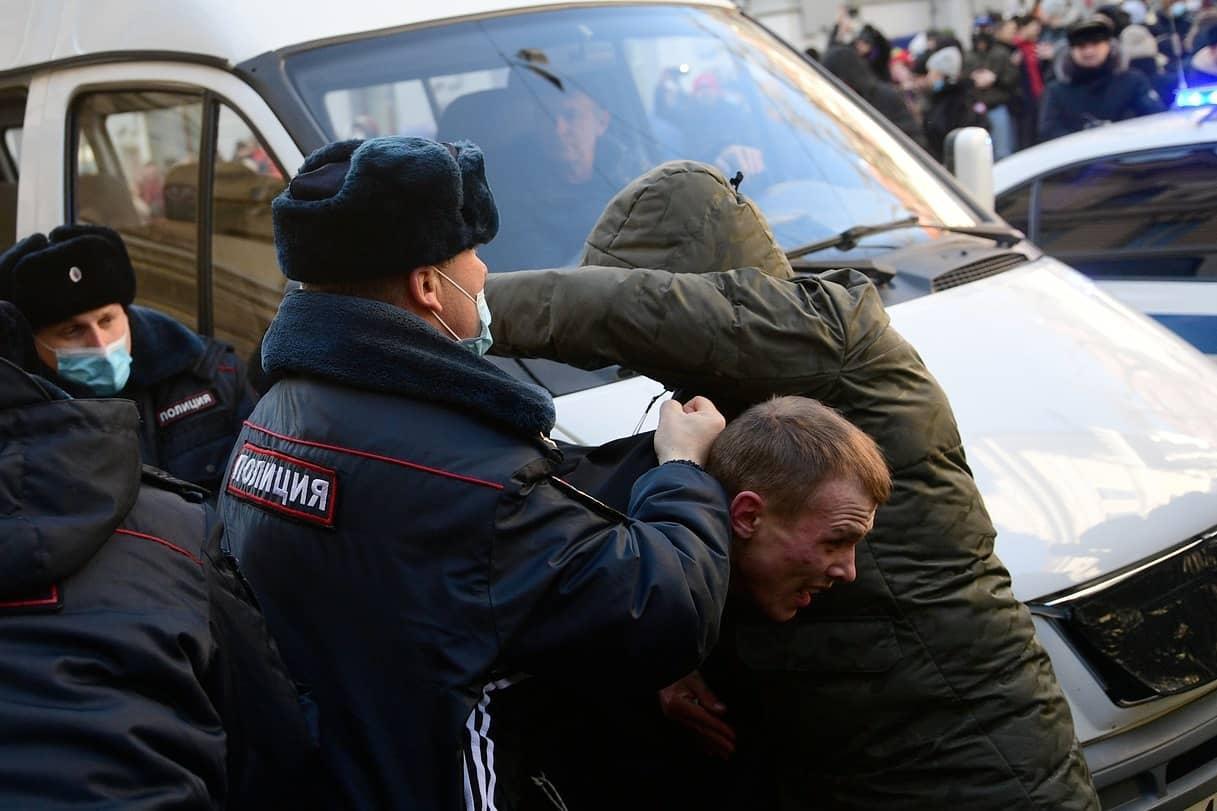 Zeci de persoane arestate la protestele pro-Navalnîi