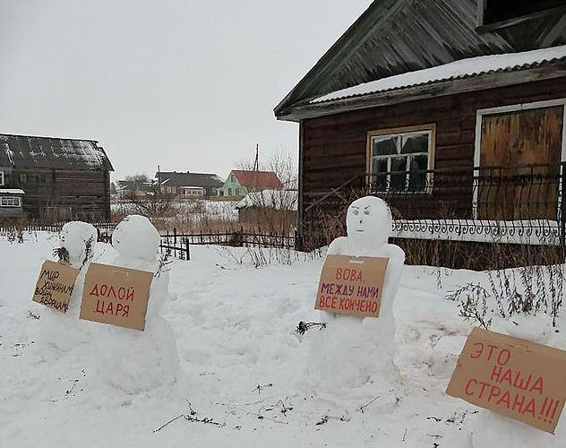 Activistă arestată în Rusia, pentru oamenii de zăpadă care au apărut în grădina casei sale