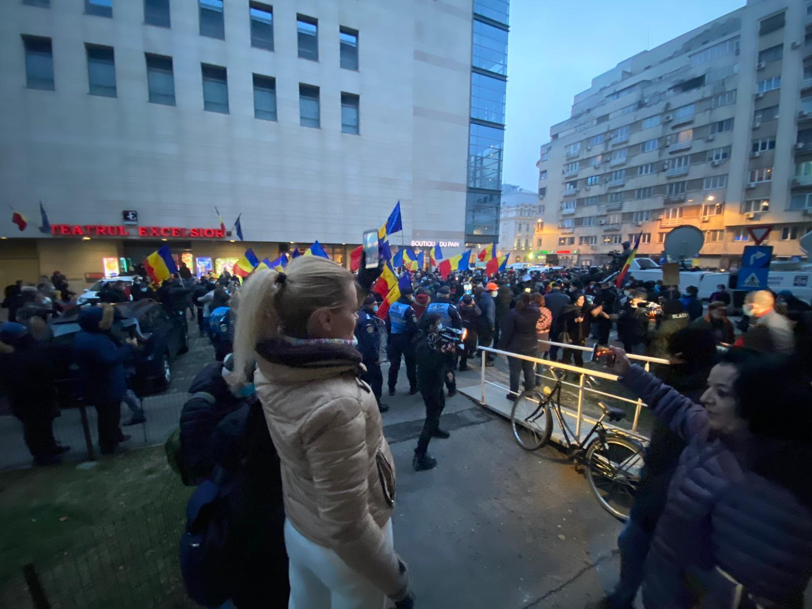 Protest în fața Ministerului Sănătății, după incendiul de la Matei Balș