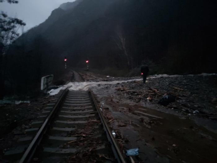Tren de călători deraiat în judeţul Vâlcea
