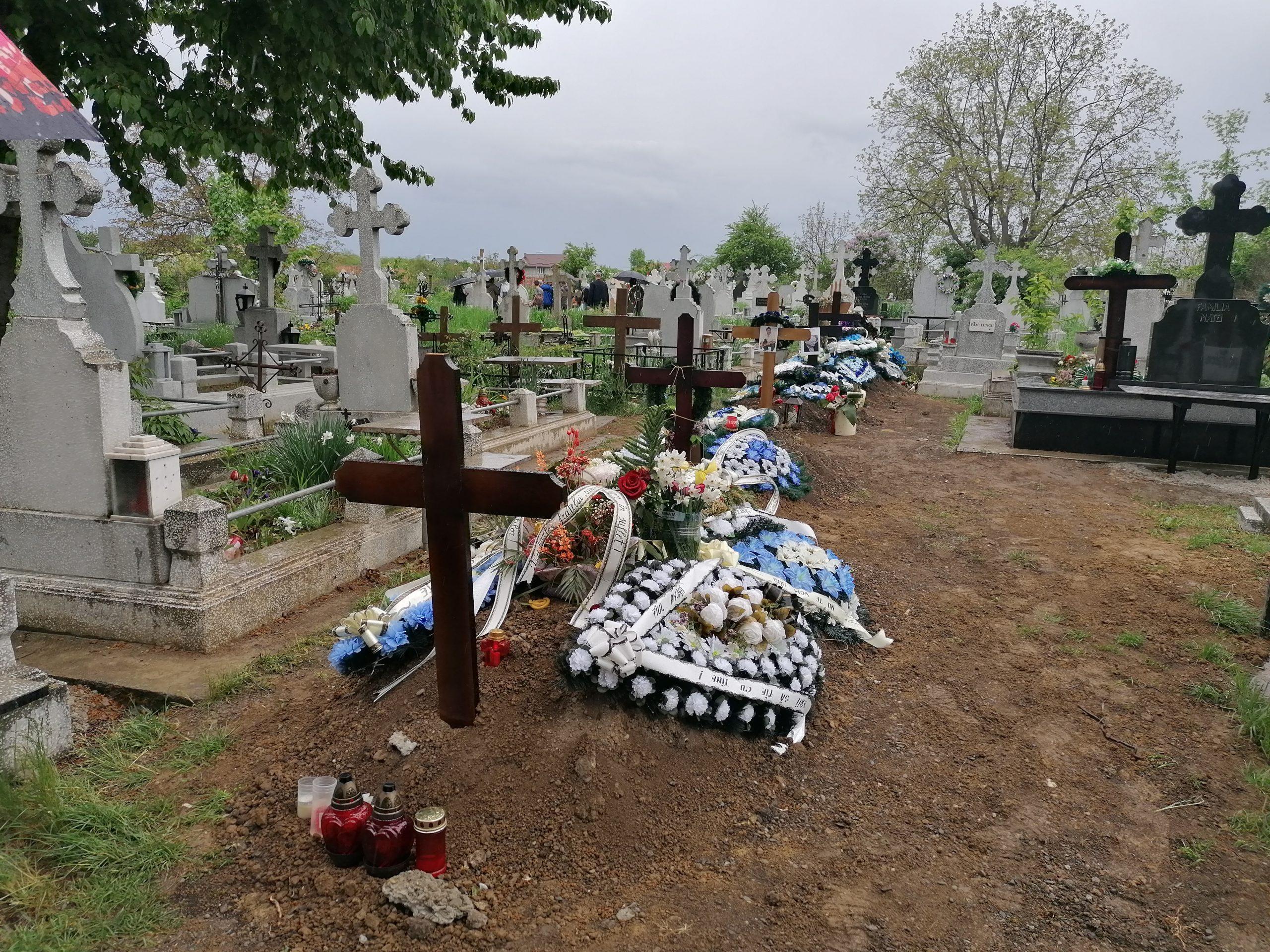 """Groparii din Botoșani nu mai fac față la săpat morminte: """"Am închiriat un excavator. A fost o situație de forță majoră"""""""