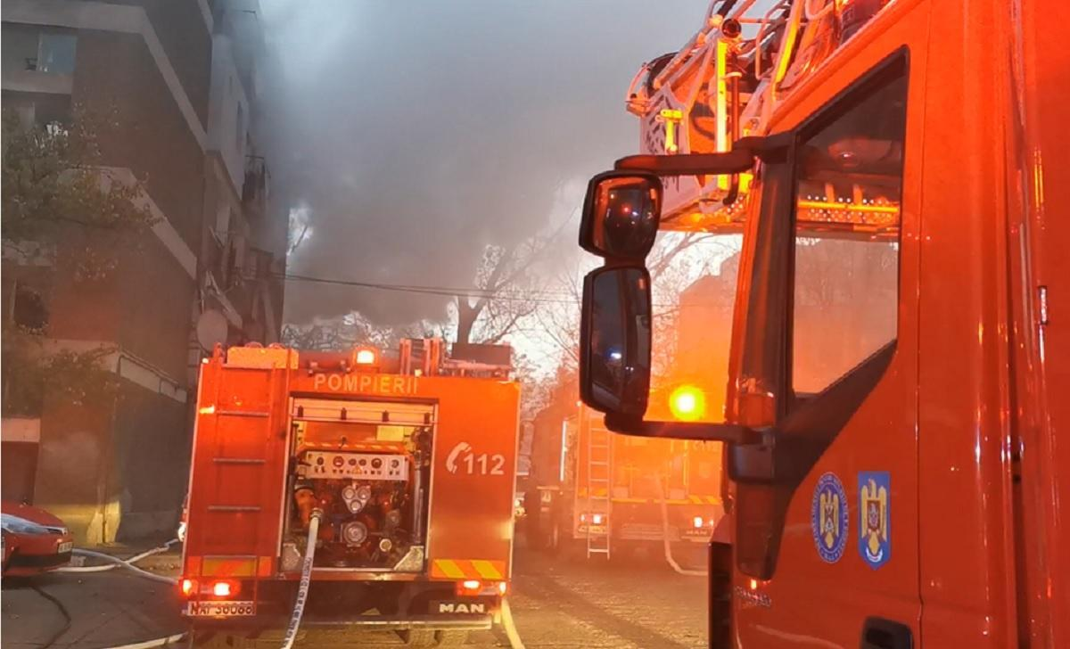 Incendiu într-un bloc din Târgovişte. 15 persoane au fost evacuate