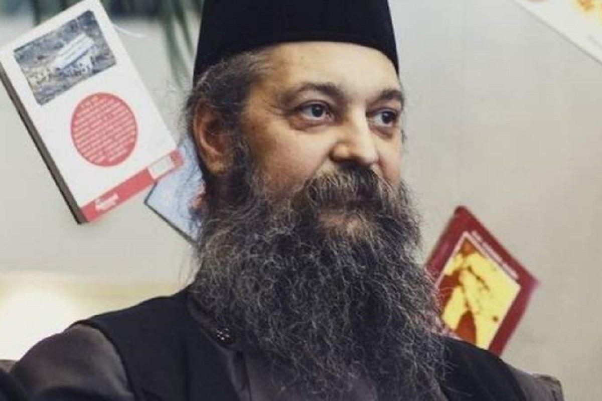 """Duhovnicul Mănăstirii Durău predică teoriile conspiraţiei în fața enoriașilor: """"Te vaccinezi, ți-ai semnat condamnarea la moarte. Să nu vă otrăviți copiii!''"""