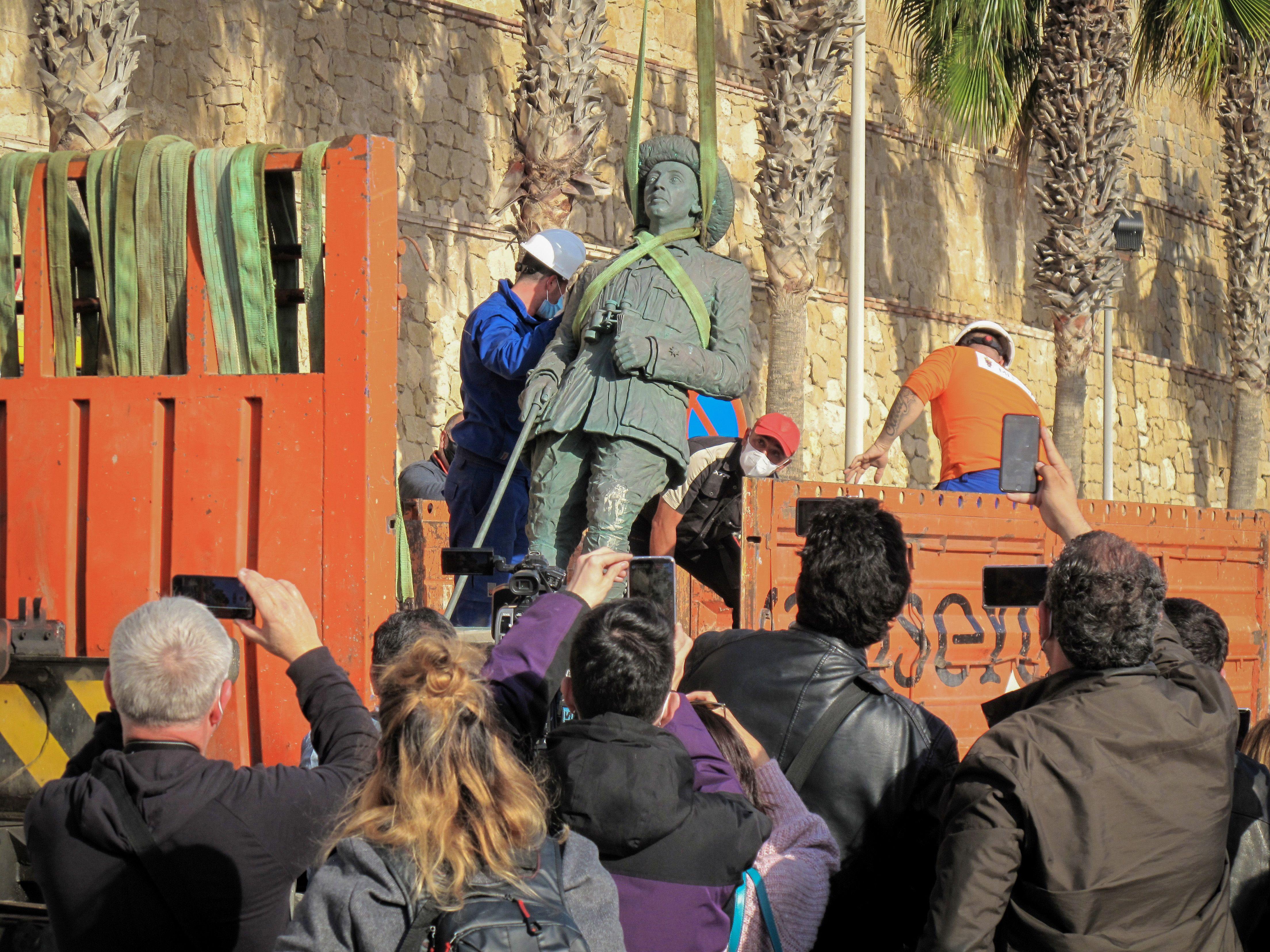 Ultima statuie a generalului Franco a fost înlăturată