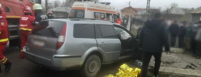 Accident mortal în Teleorman, un Ford s-a făcut praf într-un cap de pod