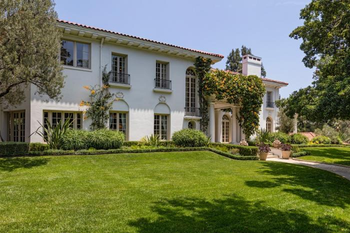 Cum arată casa de 25 de milioane de dolari în care Angelina Jolie se ascunde de Covid-19