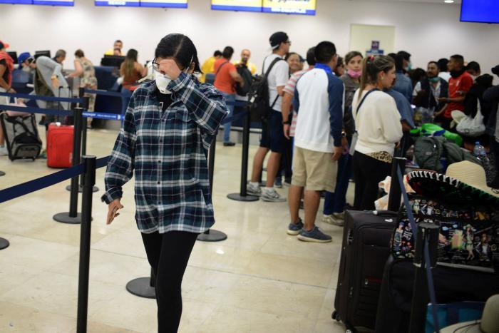 Români blocați pe Aeroportul din Cancun