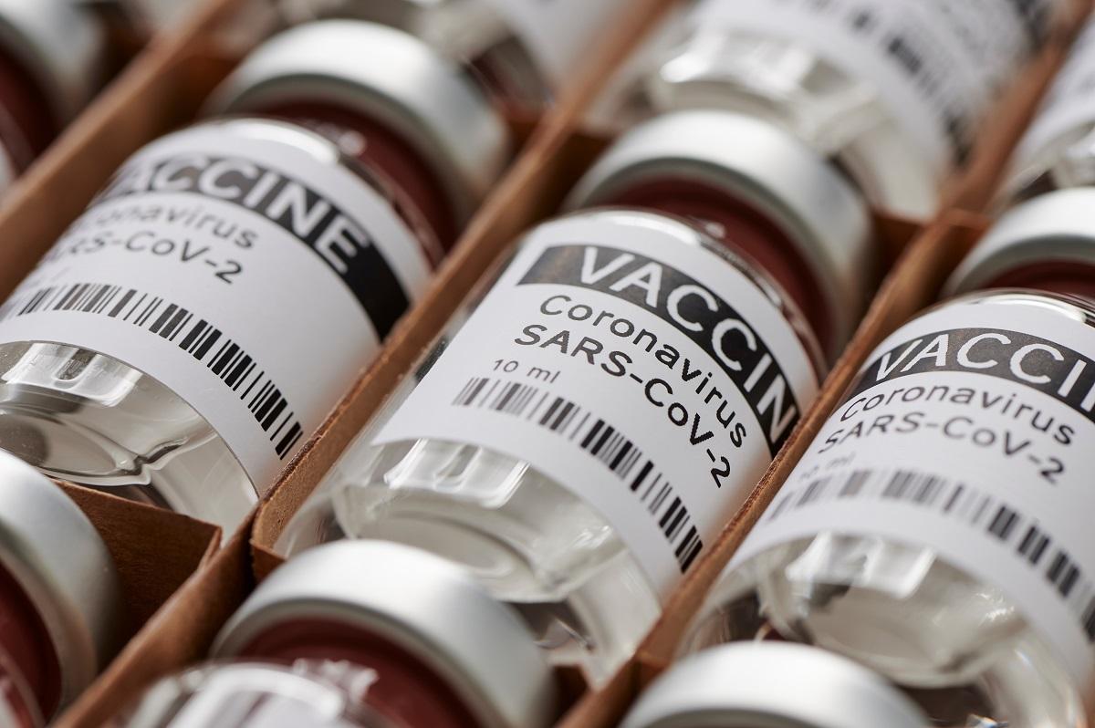 Cele trei vaccinuri aprobate în ţara noastră sunt Pfizer BioNTech, Moderna şi Oxford-AstraZeneca