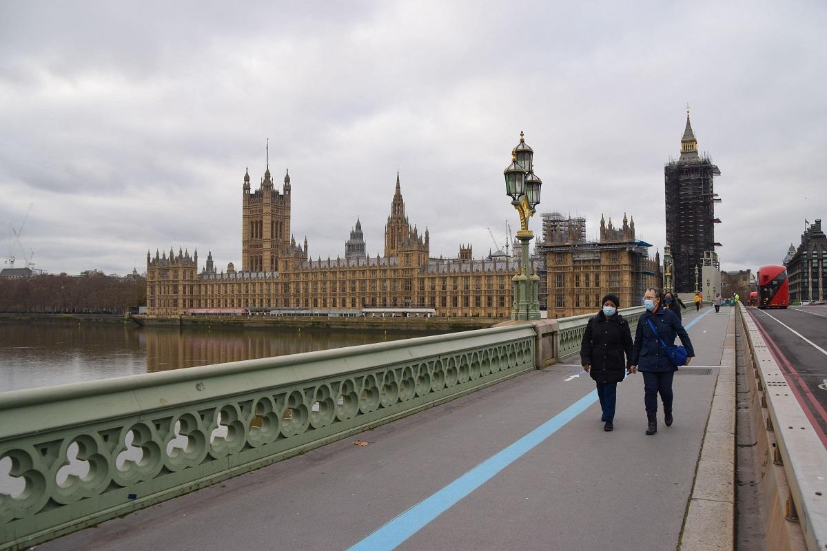 O amendă usturătoate va intra în vigoare pentru oricine din Marea Britanie care încearcă să călătorească în străinătate fără motive întemeiate