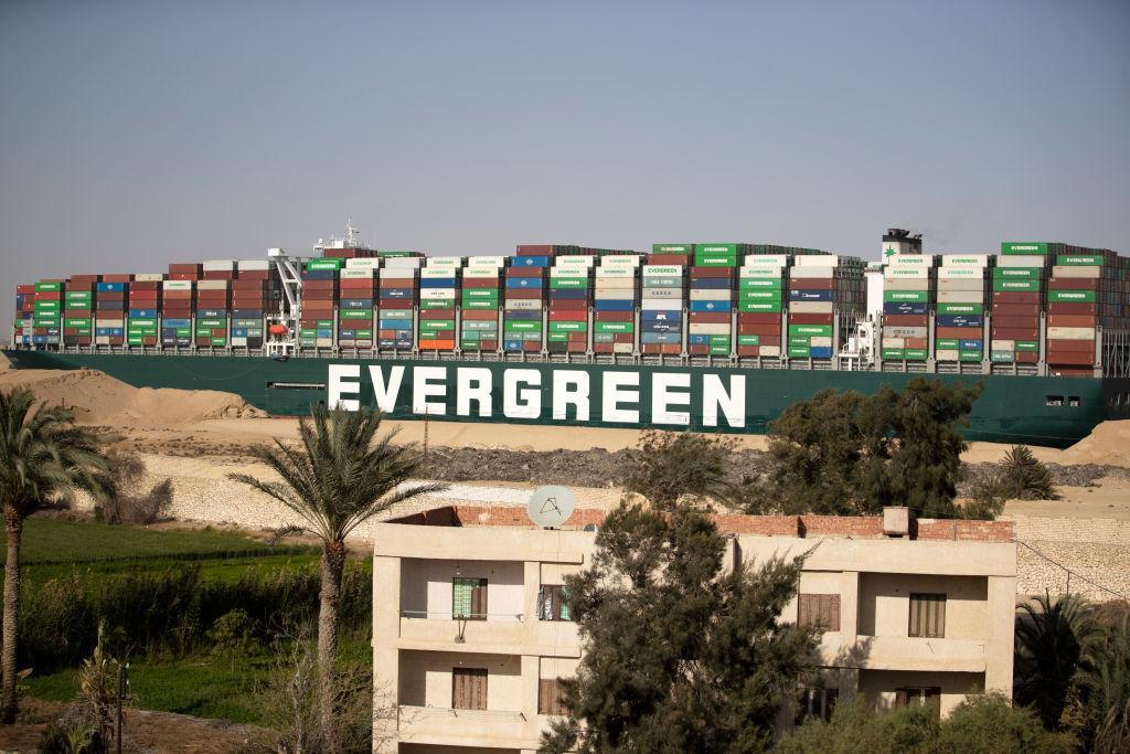 Momentul în care nava cargo Ever Given s-a pus în mișcare pe Canalul Suez. Misiunea dificilă prin care a fost deblocată