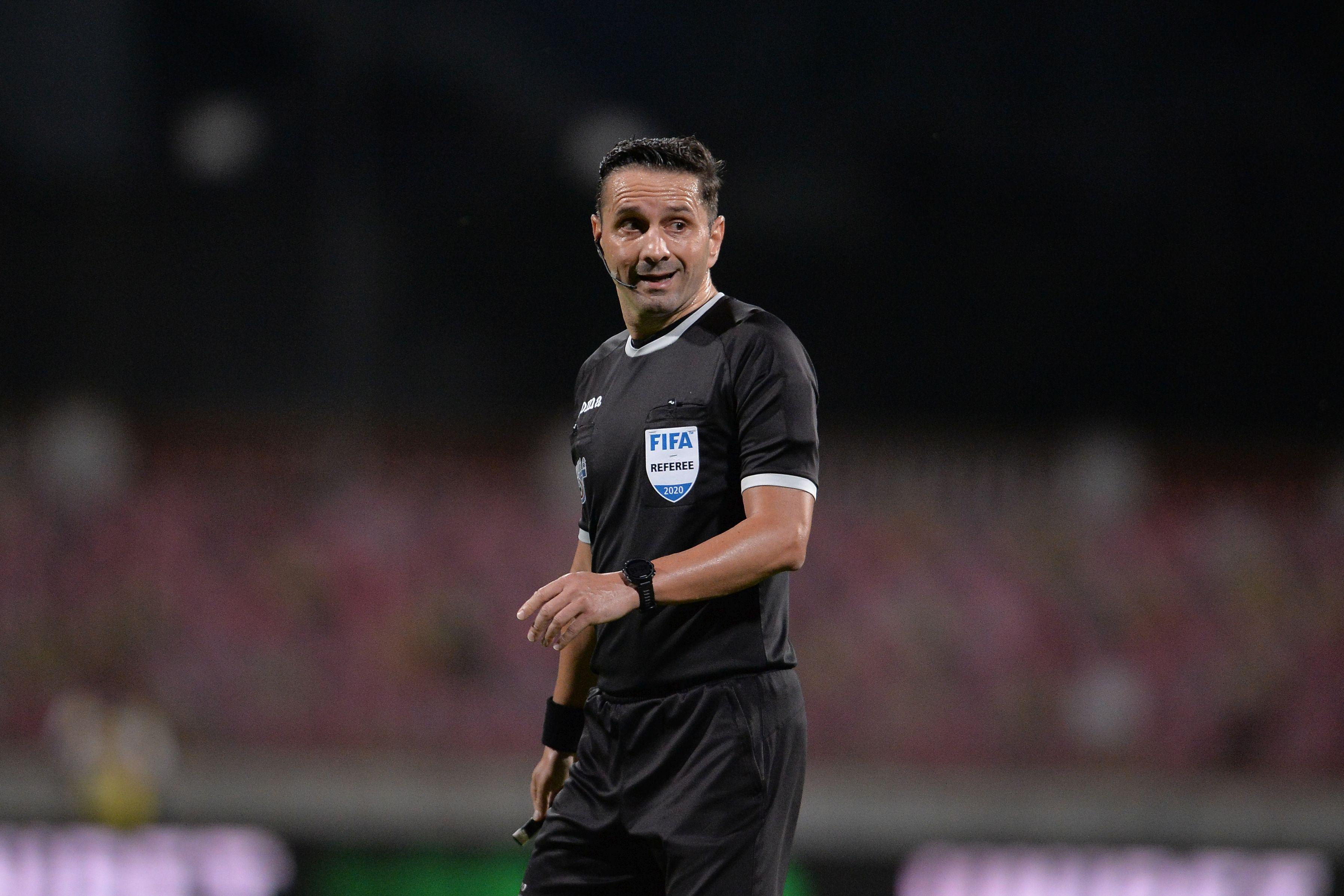 Sebastian Colţescu, suspendat până la finalul sezonului de UEFA, după meciul PSG - Istanbul BB din Liga Campionilor