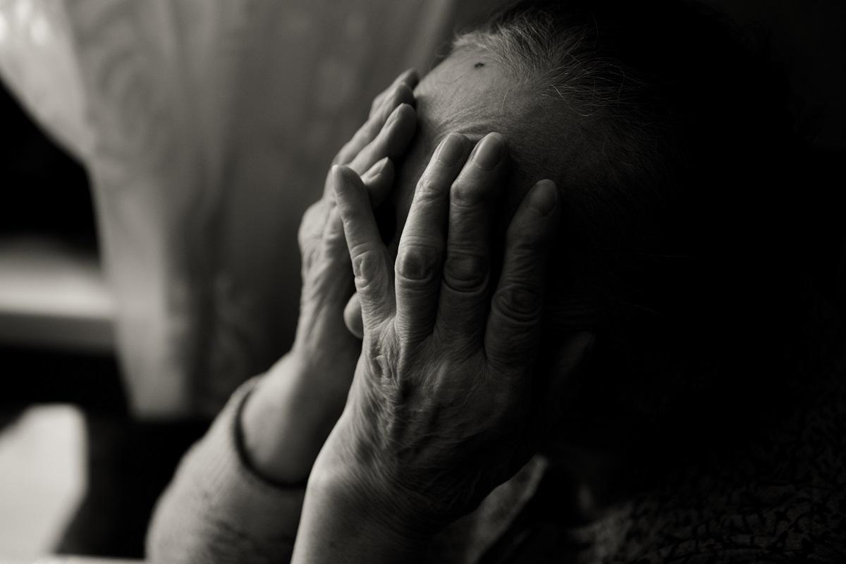 O bunică şi cei trei nepoţi au murit ţinându-se în braţe, înjunghiaţi, în Rusia. Femeia a încercat cu disperare să îi salveze
