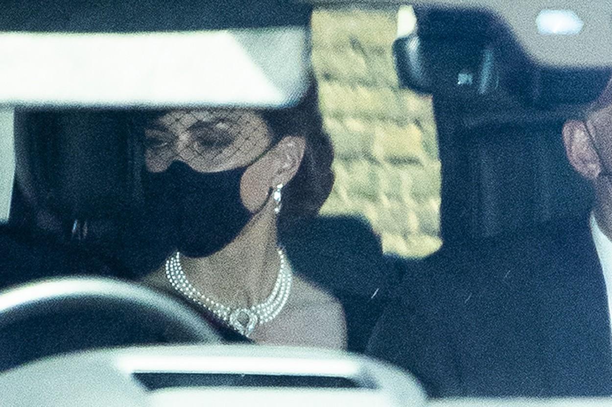 Ce simbolizează colierul de perle purtat de Ducesa de Cambridge la funeraliile prințului Philip