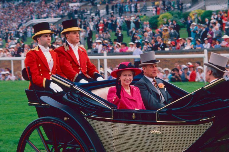 Prinţul Philip şi Regina Elisabeta, fotografiaţi în 1988