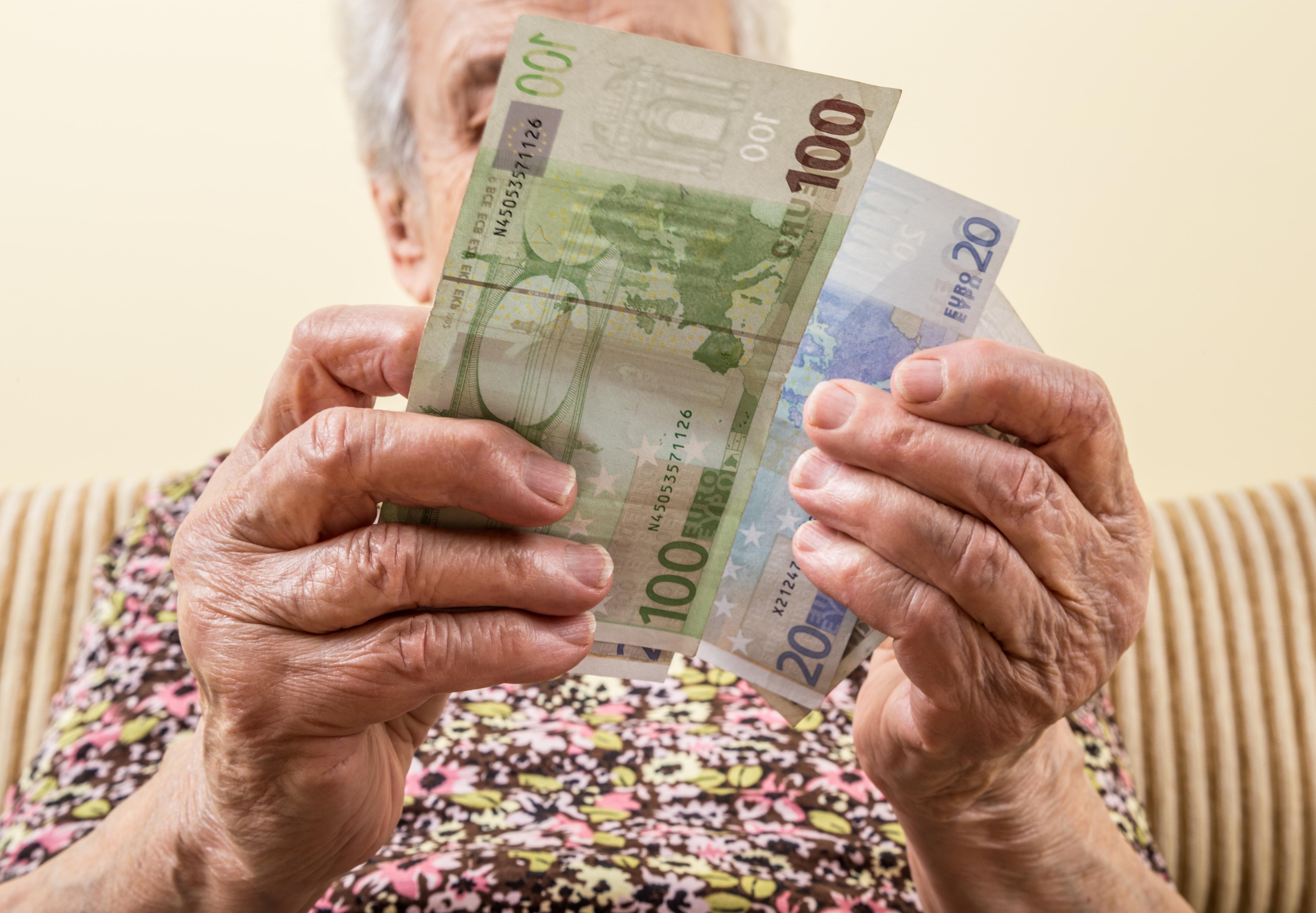 O dentistă ieșită la pensie a lăsat moștenire 5 milioane de euro unor străini, în Italia