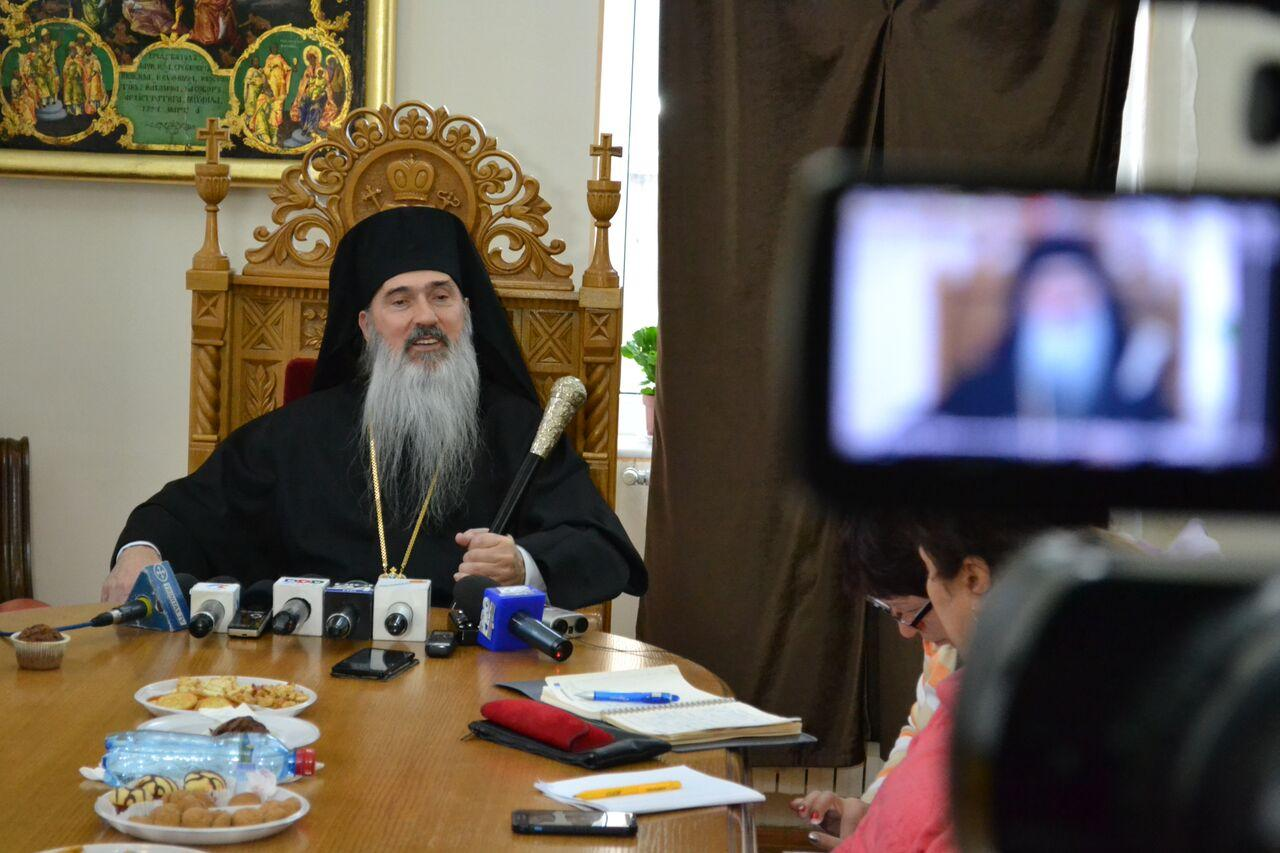 IPS Teodosie, arhiepiscopul Tomisului, la o conferință de presă