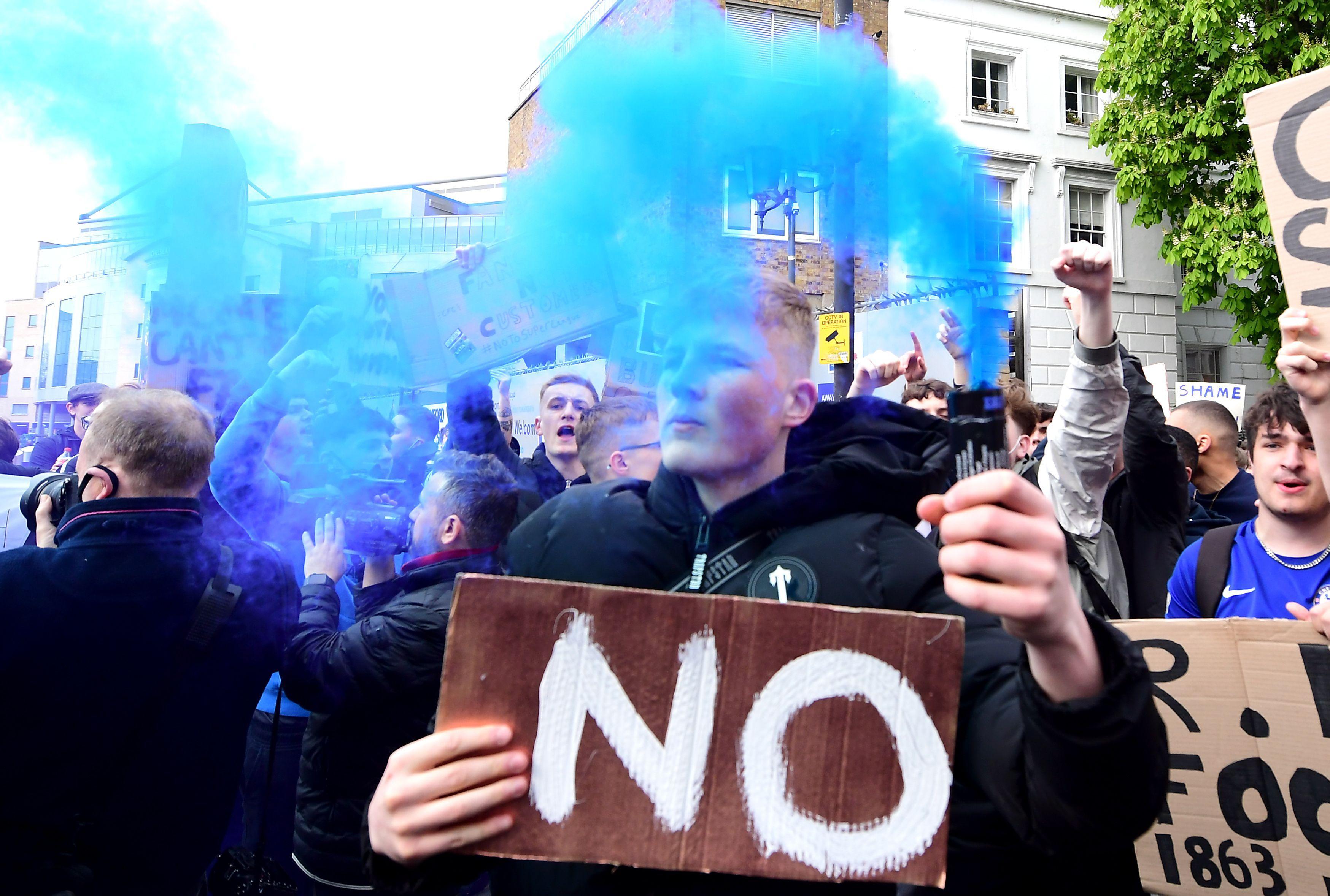 Fanii lui Chelsea au protestat în faţa stadionului faţă de aderarea la Super Ligă