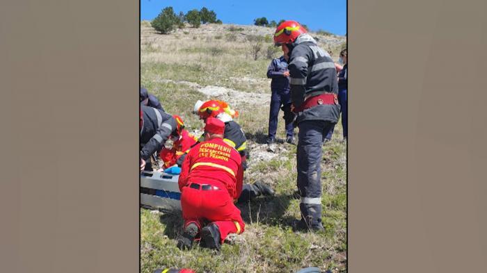 Bărbat căzut cu parapanta, în stare gravă la spital. Omul a ajuns pe masa de operaţie, având traumatisme severe la ambele picioare