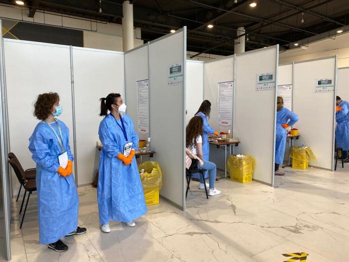 Medici si asistenti s-au oferit voluntar pentru această actiune de vaccinare