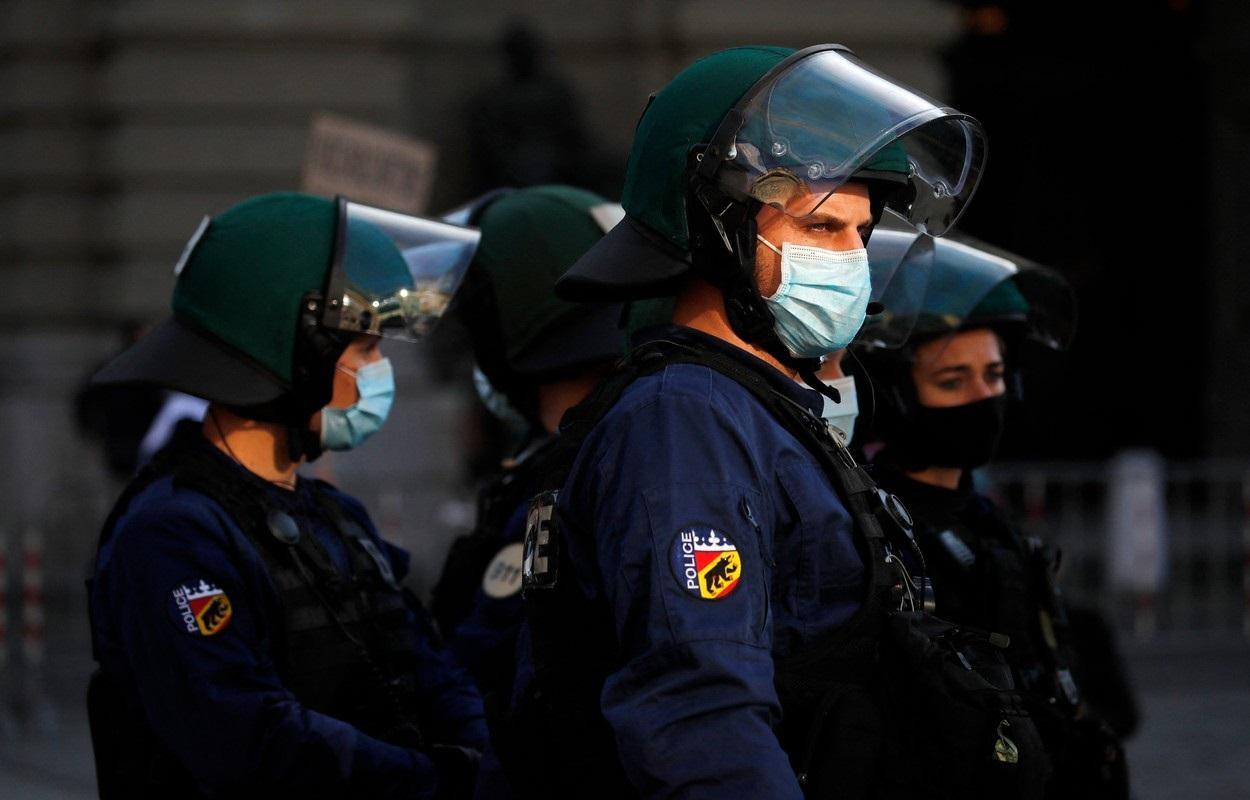 Autorităţile au arestat două persoane