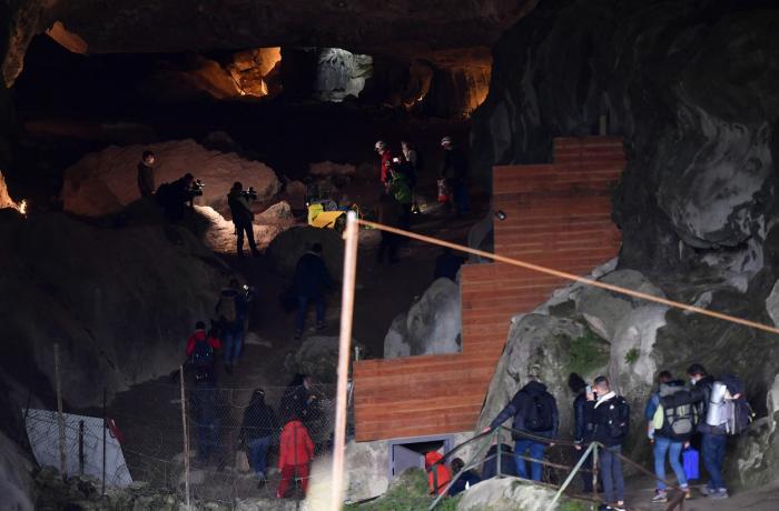 Experiment extrem în Franța: 15 oameni au stat închiși într-o peșteră, fără acces la tehnologie, timp de 40 zile. Concluziile surprinzătoare la care au ajuns cercetătorii