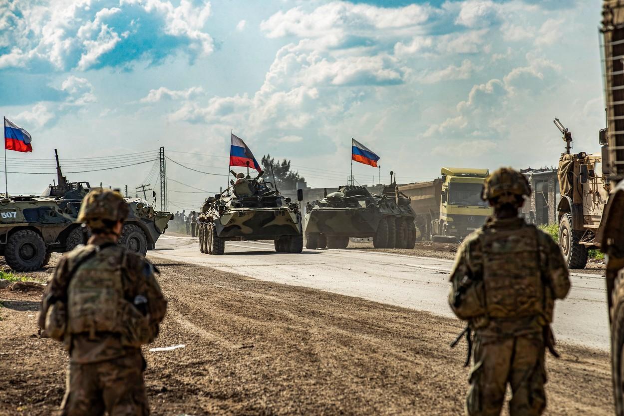 Zeci de mii de soldați ruși au fost trimiși la granița cu Ucraina. Apelul lui Zelenski către NATO